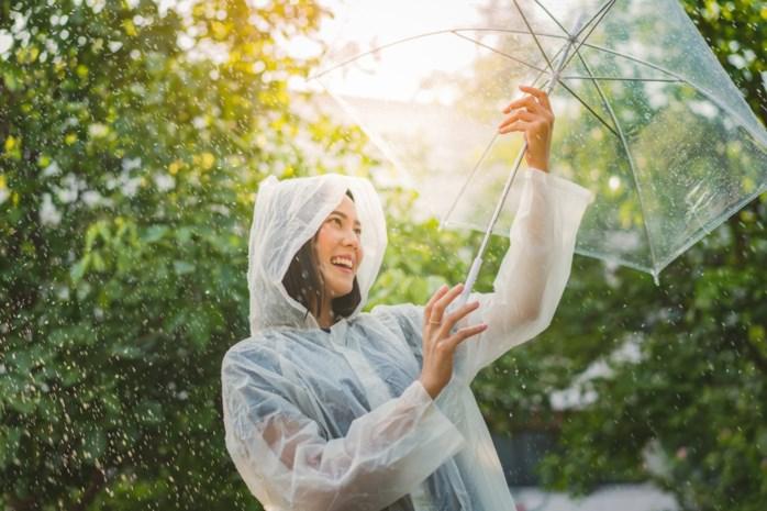 Regenjassen om de vele regenbuien te trotseren