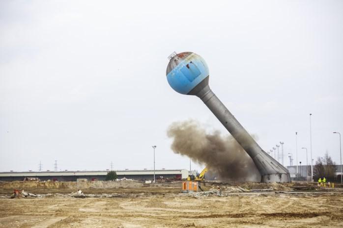 """Iconische watertoren op Opel-site neergehaald: """"Knal tot in Kapellen gehoord"""""""