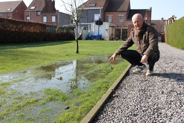 Al vier jaar een natte tuin door aanpalende verkaveling die een meter hoger ligt