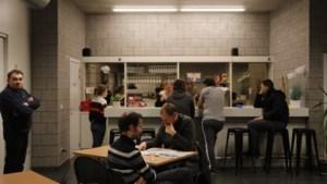 """Maandelijks Auticafé in het Arsenaal:  """"Mensen met autisme kunnen hier zonder zorgen een pintje drinken """""""