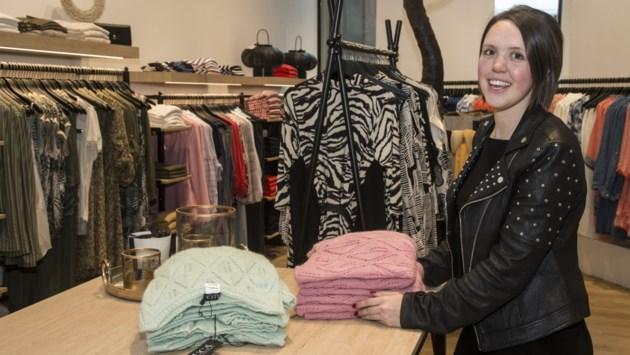 """Jonge onderneemster opent boetiek in Turnova: """"Ik heb altijd een boom in mijn winkel willen hebben"""""""