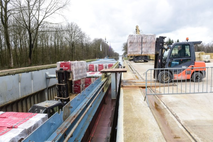 Spectaculaire toename transport over Kempense kanalen: 16.432 vrachtwagens minder op de weg