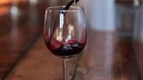 Groot glas doet meer wijn drinken