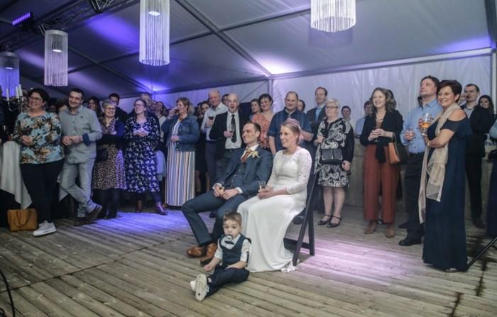 """Koppel vervroegt trouwfeest door coronavirus: """"Het feest is meteen losgebarsten"""""""