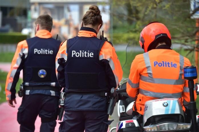 Gangsters knevelen echtpaar (74) en gaan aan de haal met Mercedes