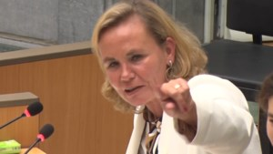 """Homans streng tijdens debat over coronavirus: """"Als het u niet interesseert, ga naar de koffiekamer"""""""