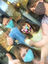 """Studio Sanne verkoopt zelfgenaaide mondmaskers in webshop: """"Mensen, dúrf met mondmasker buitenkomen!"""""""
