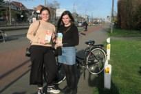 """Shopping Sisters Roos en Luna fietsen als goede feeën door Wijnegem: """"Boodschappen doen is voor ons een kleine moeite"""""""