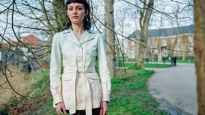 """Violet Braeckman is niet langer 'dochter van': """"Een heel jaar op zondag met mijn kop op tv: ik besef het nu pas"""""""