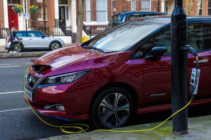 Londen integreert oplaadpunten voor elektrische wagens in lantaarnpalen