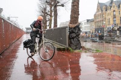 Testen tonen aan: fietshelling station Berchem is glad bij regenweer, stad maakt er werk van
