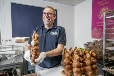 Werken in tijden van corona: chocolatier verkoopt paashazen met mondmasker