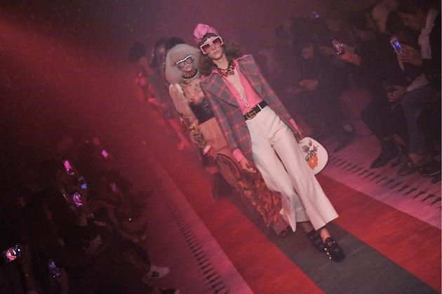 Van Gucci tot Balenciaga: bekende modehuizen maken massaal mondmaskers