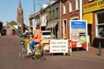 Containers en betonblokken blokken grensovergangen tussen Zandvliet en Wuustwezel af