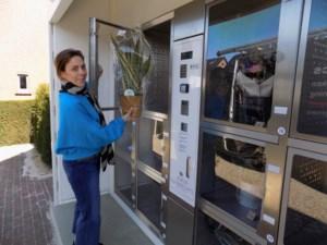 Onlangs geopende bloemenautomaat is schot in de roos tijdens coronacrisis