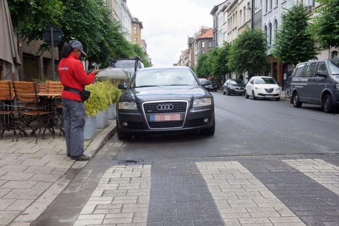 Stad Antwerpen heft LEZ tijdelijk op en maakt parkeren gratis