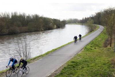Politie wil dringend duidelijke regels over hoever je nog van huis mag fietsen, lopen of wandelen