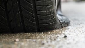 Pakjesbezorger (23) rijdt onder invloed rond in bestelwagen met platte banden