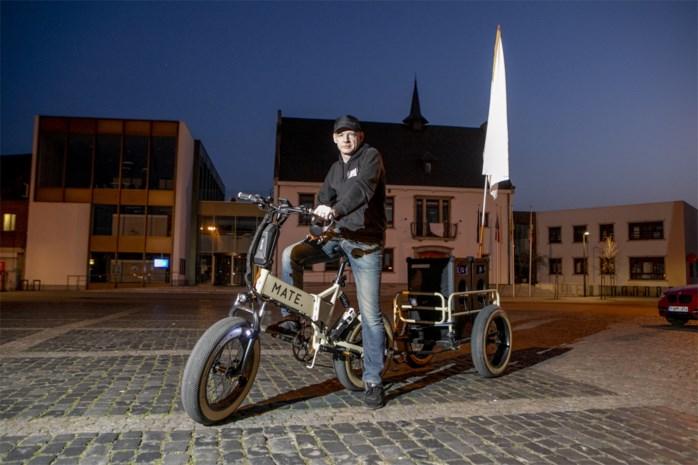 """Jan fietst dagelijks met rijdende juxebox door Nijlen: """"Ik sloeg sinds zondag nog geen avond over"""""""