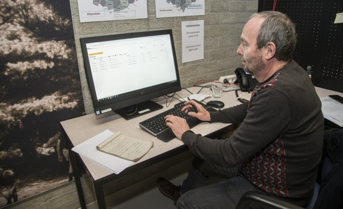 Onze man test eerste Herentalse corona-callcenter uit en stuurt patiënten door naar triageplek