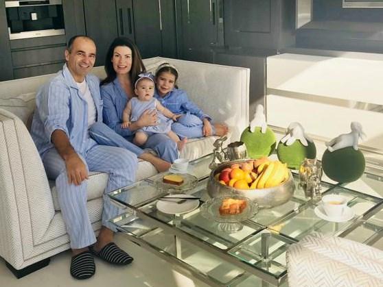 """Bondscoach Roberto Martínez en zijn gezin in lockdown in Manchester: """"Lopen, yoga en héél veel voetbal kijken"""""""