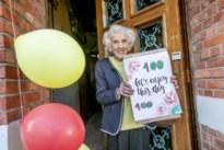 Elvire viert honderdste verjaardag tijdens coronacrisis, maar buren vergeten haar allerminst