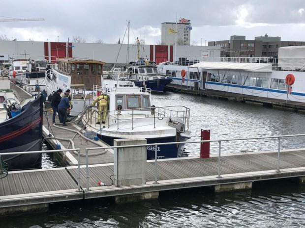 Boot dreigt te zinken in Kempischdok