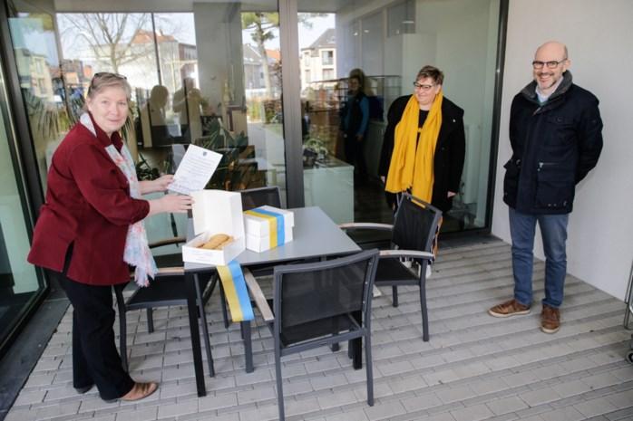 District bedankt zorgverleners met Antwerpse handjes