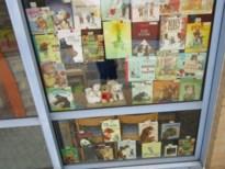 Boeken met beren prijken aan bib