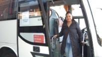 """Amper nog passagiers, maar Candy blijft met pendelbus rijden: """"Thuiszitten? Liever niet"""""""