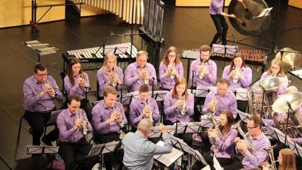 Brassband Willebroek oefent online voort