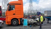 """Grote truckparking Antwerpse haven toch open """"omdat chauffeurs zich elders verzamelden, zonder sanitair"""""""
