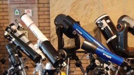 """We kijken massaal naar de sterren: """"Nog nooit zo veel telescopen verkocht"""""""