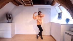 """Beau (24) deelt leuke dansmoves en dat is precies wat de stad wil: """"Positieve vibes hebben we nodig"""""""