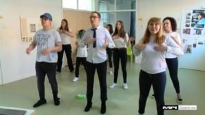 Jongeren met beperking zingen zorgen van zich af met coronalied