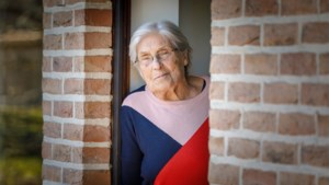 """Na hart- en heupoperatie overwint 87-jarige Jeaninne ook corona: """"Ik ga een grote kaars branden voor de verpleegsters"""""""