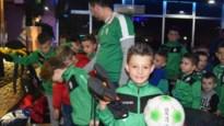 """Schrijver en hoofdpersonage brengen sportmateriaal naar Bosnische jeugd: """"Enorme dankbaarheid bij club, spelers én ouders"""""""