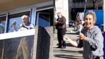 Danslerares laat bejaarden in dienstencentrum twisten op het balkon