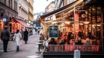 In Zweden zijn scholen en winkels open, en ligt het aantal doden driekwart lager