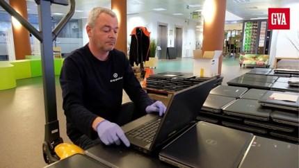 Stad verdeelt eerste gratis laptops voor leerlingen en kwetsbare gezinnen