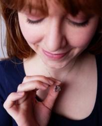 Antwerpse juweelontwerpster maakt coronajuweel