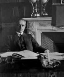 Precies 75 jaar geleden overleed minister Arthur Vanderpoorten in concentratiekamp
