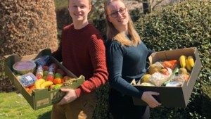 Blutsbus van Alex en Julie levert Happy Food Boxes in de Voorkempen