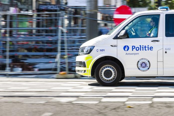 Vrouw rijdt zonder rijbewijs rond met kind zonder gordel