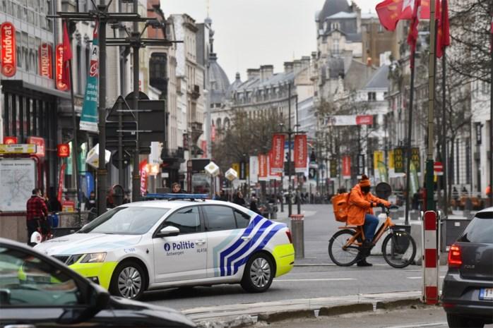 Veertiger aangehouden voor spuwen naar politie