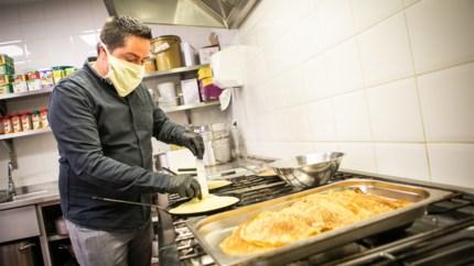Chef-kok De Groote Witte Arend werkt nu in enige zaak die nog open is: daklozenrestaurant Kamiano draait op volle toeren