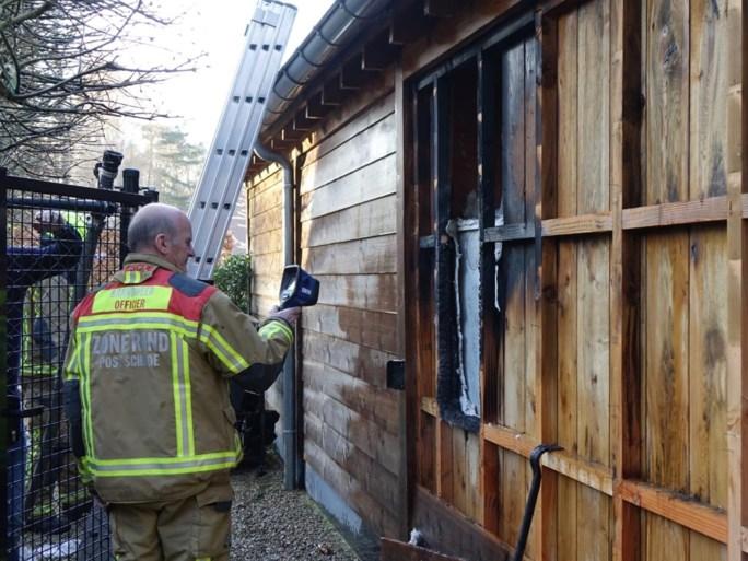 Brandweer blust brandje in bijgebouw