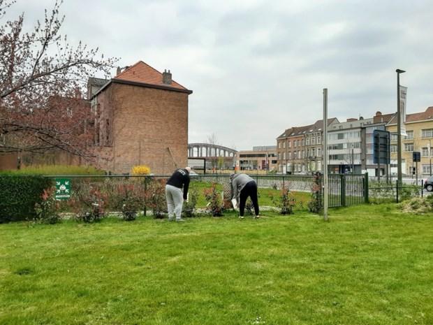 Gedetineerden Transitiehuis onderhouden tuin woonzorgcentrum