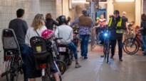 Nauwelijks social distancing aan fiets- en voetgangerstunnels onder de Schelde