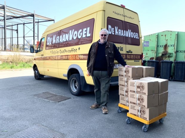 De Kraanvogel schenkt 110 kilogram vers gebrande koffie aan kwetsbare gezinnen